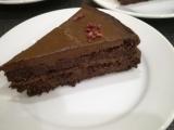 Cokoladova torta z cervenej repy s avokadovym kremom