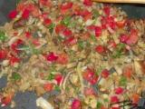 Bravčové mäso s paprikou a paradajkami /Vepřové maso s paprikou a rajčaty