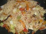Čínske rezance so zeleninou / wok
