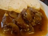Hovädzie mäso na hubách z tlakového hrnca /Hovězí maso na houbách  z tlakáče