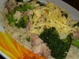 Hydinové mäso s brokolicou v kuskuse