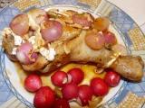 Kuracie stehienko plnené marinádou s kardamónom a cesnakom v redkvičkovo - hermelínovom obložení