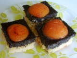 Makový koláč s marhuľami