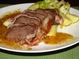 Pečené hovädzie v slaninke a s horčicovým prelivom