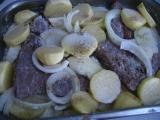 Roštenky pod zemiakmi z pekáča