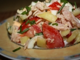 Salat s medvedim cesnakom a tuniakom