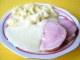 Údené mäso s chrenovou omáčkou