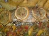Voňavý pstruh s pikantnou omáčkou