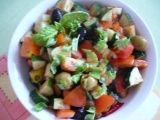 Zeleninový šalát s olivami