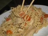 Vajecne rezance s kuracinou a ustricovou omackou / wok
