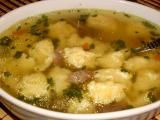 Hovädzia polievka so syrovými knedlíčky - Hovězí polévka se sýrovými knedlíčky