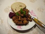 Hydinová pečienka na póre s cesnakom /Drůbeží játra na pórku s česnekem