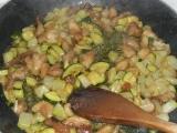Kuracie hranolčeky s cuketou a kalerábom /Kuřecí nudličky s cuketou a kedlubny