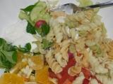 Zeleninový salát s těstovinami