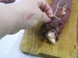 Ako zaviazať mäsovú roládu do sieťky