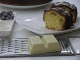 Bábovka s medovými mandľami, bielou čokoládou a kokosom