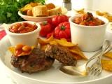 Bifteky z mletého mäsa s fazuľovou prílohou
