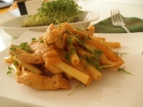 Kura s kalerábovými hranolkami v jemnej omáčke – diétne