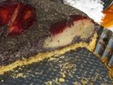 Makový koláč s hruškami s brusnicovou polevou