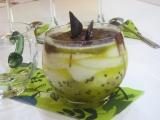 Osviežujúci pohár s kiwi