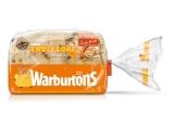Ovocný krájaný chlieb s pomarančom podávaný s bobuľovým ovocím a medom