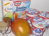 Panna cotta ochutená kardamónom s mangovou omáčkou