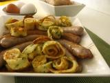 Pečené klobásky v madeirovo-maslovej omacke s chrumkavými švábskymi rezancami