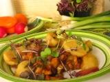 Bavorský zemiakový šalát s kuriatkami