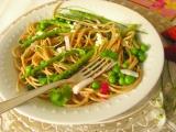 Jarné špagety so zelenou špargľou