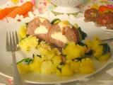 Plnené mäsové gule a špenátové zemiaky