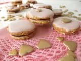 Ružové plnené keksíky