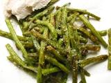 Zelená fazuľka pečená, sypaná parmezánom