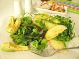 Zelený šalát s opekanou špargľou
