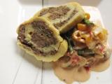 Zemiaková roláda plnená ochuteným mletým mäsom