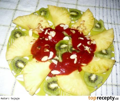Ananásový šalát s jahodovou omáčkou