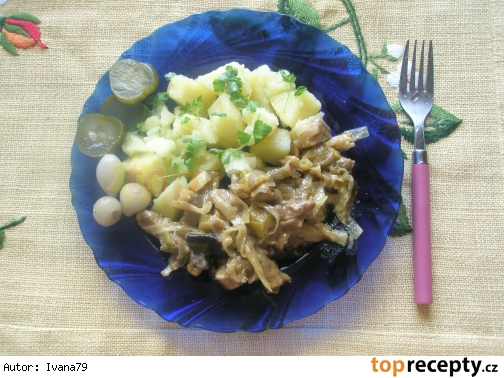 Bravčové na kari so zeleninou a omáčkou