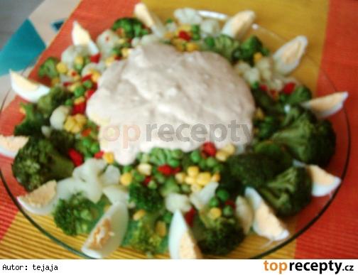 Brokolicový šalát s arašidovým maslom