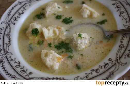 Kalerabova polievka so syrovymi halustickami