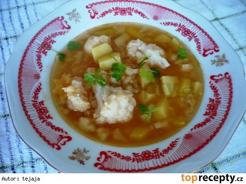 Karfiolová polievka so zemiakmi