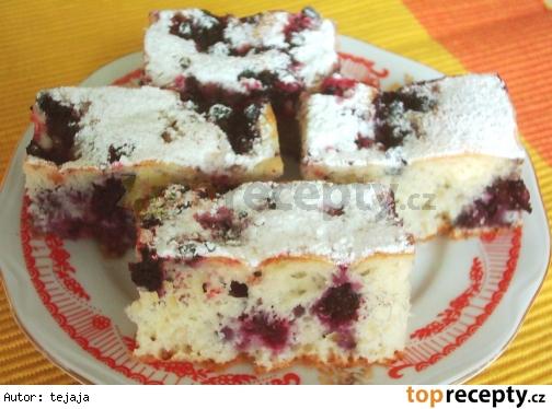 Ovocný jogurtový koláč