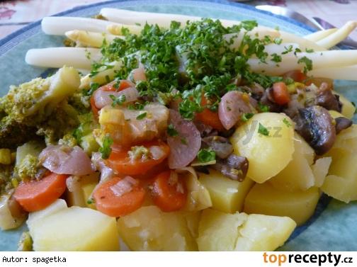 Pestrý zeleninový tanier