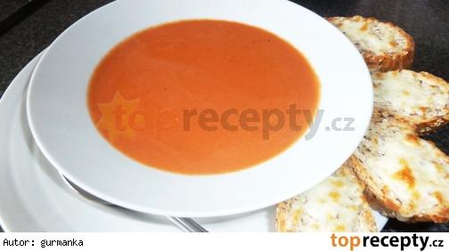 Rajčinová polievka so syrovými bagetkami