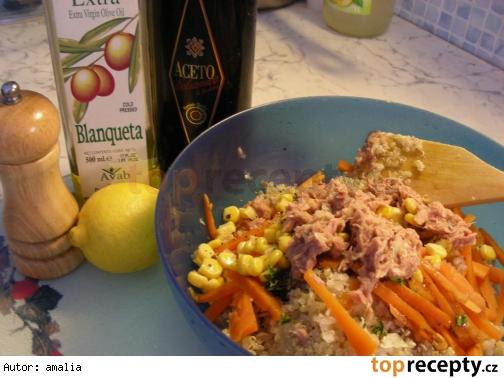 Šalát z quinoy a tuniaka