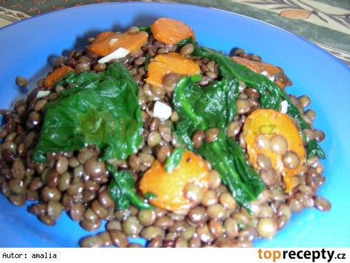 Šošovicový šalát s mrkvou a špenátom