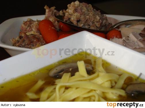 Svadobná polievka z plnenej sliepky