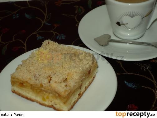 Jablkový kysnutý koláč s drobenkou