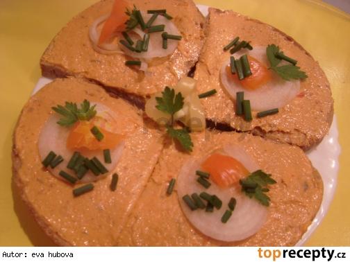 Nátierka zo sardieniek v paradajkách a salámy /Pomazánka ze sardinek se salámem