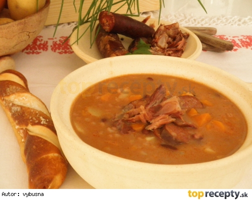 Krupova fazulova polievka s udenym
