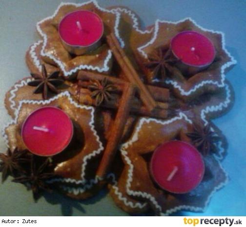 Medovníkový adventný svietnik