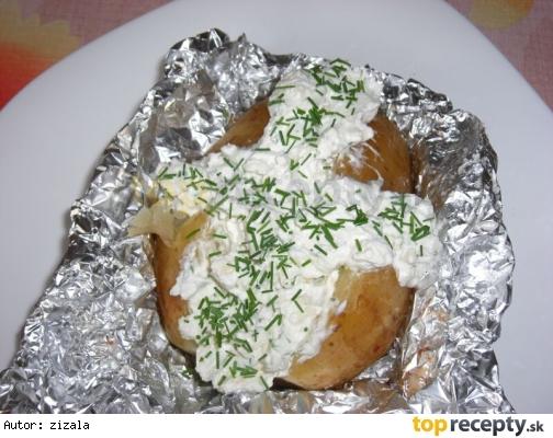 Pečené nové zemiaky v alobale s tvarohom
